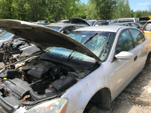 2004 Nissan Altima ** FOR PARTS * INSIDE & OUTSIDE**