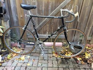 MEN'S VINTAGE RALEIGH GRAN PRIX 12 SPEED ROAD BIKE