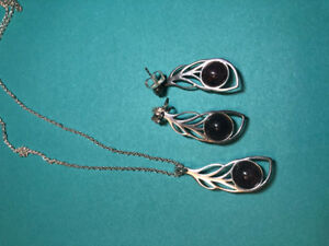 Kameleon Wings of Feather Pendant and Earrings