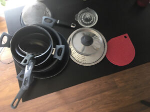 Set of non stick pots and pans including sieve and plate stand.