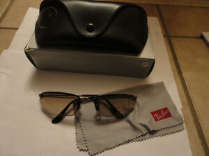 Like new in box Rayban sunglasses with case cleaning cloth London Ontario image 1
