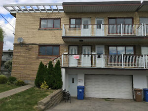 7 1/2 lower duplex in Cote St. Luc