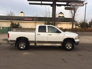 2005 Dodge Ram 2500 with 5th wheel hitch