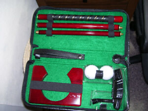 Indoor golf putting set and storage case