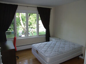 Chambres - Rooms All Included - Girls Only - Du College Metro