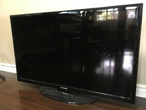 "42"" Samsung LEDTV with Surround Sound + Bluray Player"