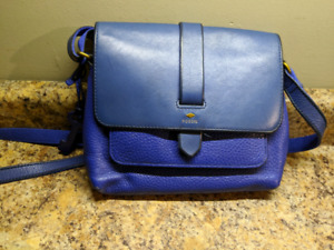 Fossil Leather Purse.  Excellent condition!