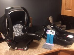 Britax B safe car seat and base for sale Moose Jaw Regina Area image 5