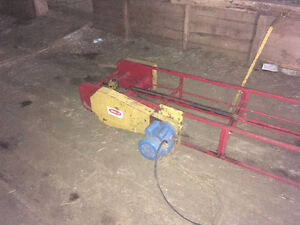 Square bale loaders