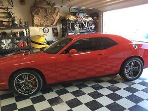 2009 Dodge Challenger SRT8 Coupe (2 door)
