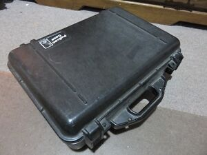 MEDIUM SIZE PELICAN CASE IN GOOD CONDITION 18 INCHES BY 14 INCHE