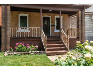 Cozy and renovated 2 Bedroom house near Ottawa St