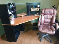Bureau d'ordi avec chaise