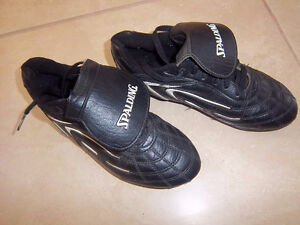 Spalding Soccer Cleats Size 3 Kitchener / Waterloo Kitchener Area image 2