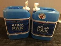 Water container / Récipient à eau