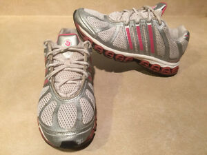 Women's Adidas Running Shoes Size 8 London Ontario image 5