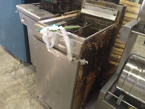 GAS Commercial single deep fryer ! Price to sell !!SAVE