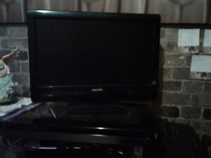 19 inch TV and gorgeous glass stand