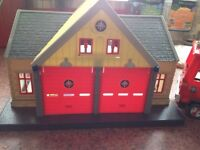 Fireman Sam station& fire engine