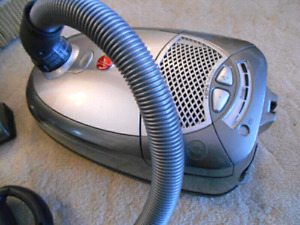 AS NEW HOOVER WIND TUNNEL HEPA FILTER CANISTER VAC & POWERHEAD
