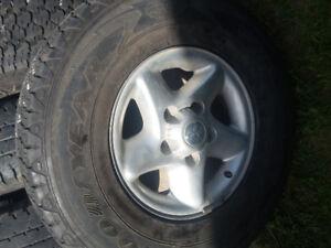 4 pneus ete sur mags RAM ou autres 265/75R16