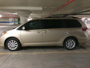2011 Toyota Sienna LE Minivan, Van
