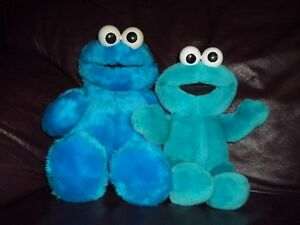 LOT DE 2 COOKIE MONSTERS SESAME STREET 1 À PILES