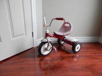 tricycle enfant Super solide, Roule tres bien,en bon état