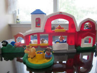 FISHER PRICE LITTLE PEOPLE BARN WITH SOUNDS !!!