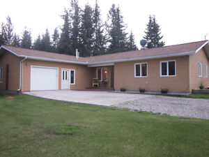 Acreage in hinton! Great for horses!
