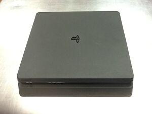 Console PlayStation 4 Slim à vendre!