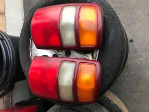 1999-2005 Chevrolet Suburban Tail Lights