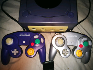 Gamecube W/ 2 Controllers & Memory Card