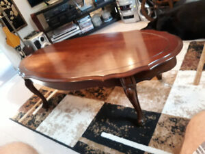 COFFEE TABLE QUEEN ANNE-TEAKQueen Anne teak table extraordinary