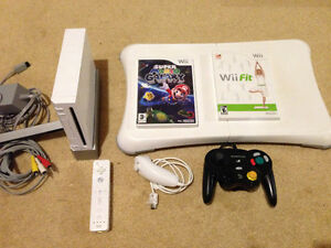 Modded Wii w/ Mario Galaxy, Wii fit & Board + emulators and more
