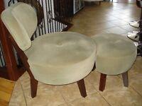 chaise et appuis pieds très très propre