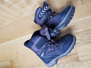 Youth Cougar Boots Size 2 - Dartmouth