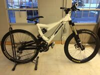 Commencal supreme vip 6 freeride (size m, mint condition)