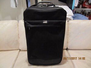 Carry on luggage / valise compacte