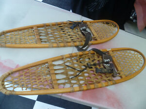 Vintage Bear Claw Snowshoes 10 x 36 .