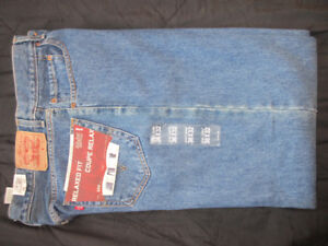 New with Tags Men`s Levi blue Jeans 550 36 x 32 relaxed fit