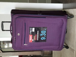 New, 30'' Revo Tech Lite Spinner Expandable Luggage
