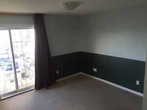 OLIVER SQUARE APT, TOP FLOOR &  PET FRIENDLY move in ready