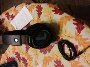Philips SHP9500S Over-Ear Headphone Exclusive (Like New)