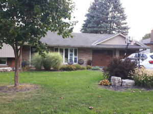 ANCASTER HOME FOR RENT 4 Bed, 3 Bath with pool!