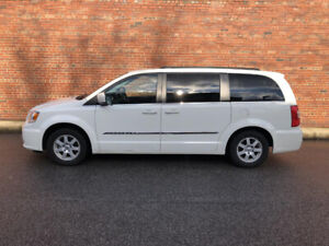 2011 Town & Country Touring DVD/NAV Stow n Go