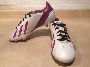 Women's Adidas F10 Outdoor Soccer Cleats Size 6.5 London Ontario image 4