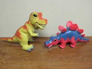 2 Gros dinosaures avec un air rigolo très robuste 16po et 17po