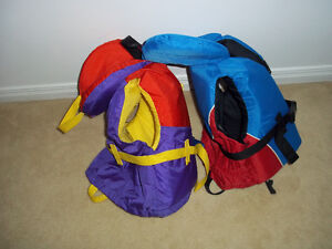 2 child life jackets + 2 pairs of child water shoes Gatineau Ottawa / Gatineau Area image 3
