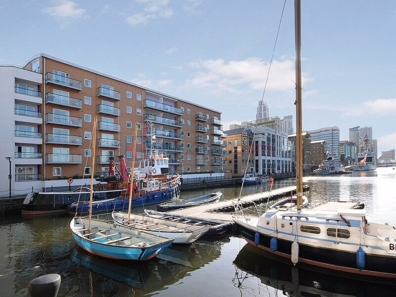 - Great 2 bedroom 2 bathroom apartment with river view right in Canary Wharf-